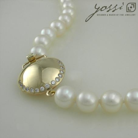 Gracefulness Pearl & Diamond Gold Necklace 3