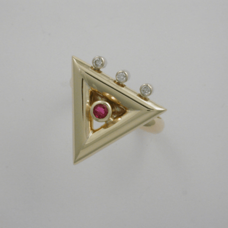 Exquisite Diamond and Ruby Triangle Ring 4