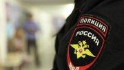 Сотрудник полиции Данил Максудов, получивший обморожение рук, отдал куртку ребенку, а рукавицы замерзающей девушке