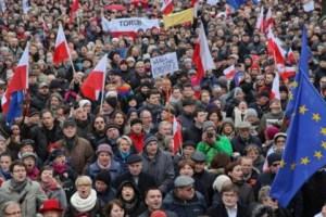 По меньшей мере 240 тысяч человек в субботу принимают участие в марше, организованном оппозиционным движением «Комитет охраны демократии
