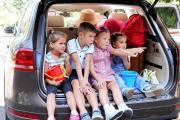 Дети в багажнике : Что творят современные родители в России (Видео)