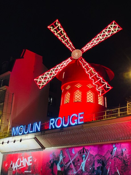 Moulin Rouge budget travel to paris