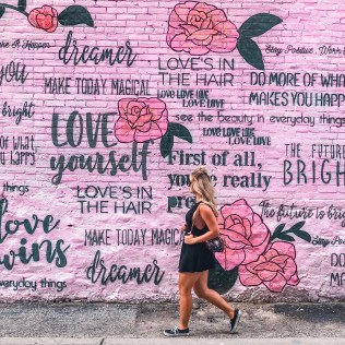 graffiti alley Budget Travel Guide To Toronto