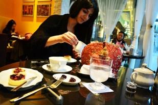 tea in Osaka Japan via youmademelikeyou.com