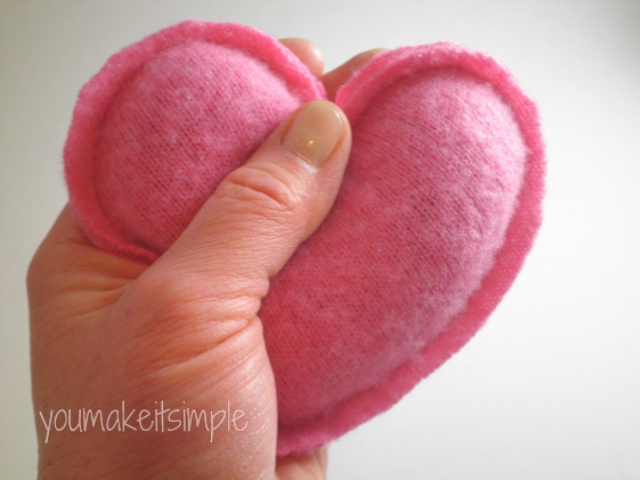 heart hand warmers - youmakeitsimple.com
