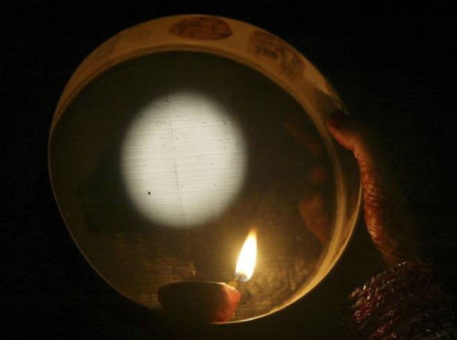 karva chauth moon pooja images
