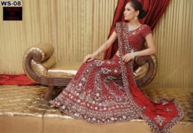 red lehanga for slim bride