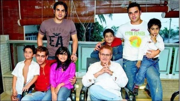Salman Khan With Family Wallpapers
