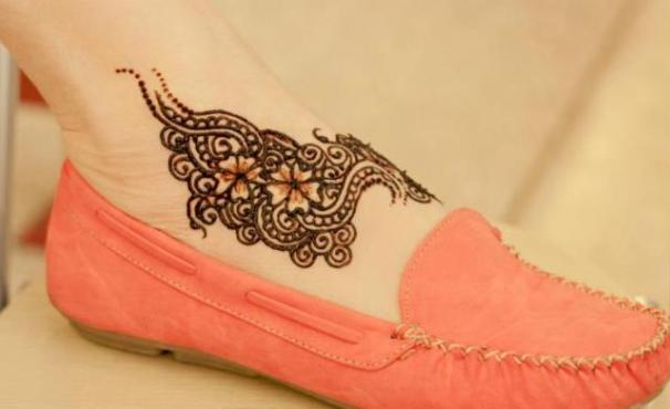 trendy heena design