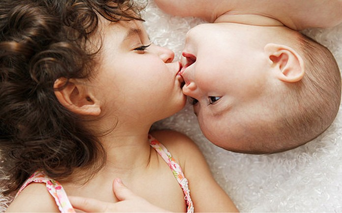 baby love kissing photos