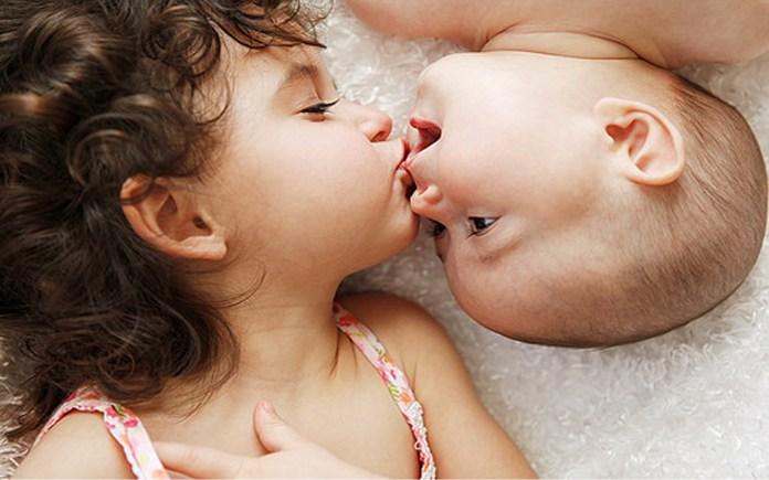 baby love kissing photos