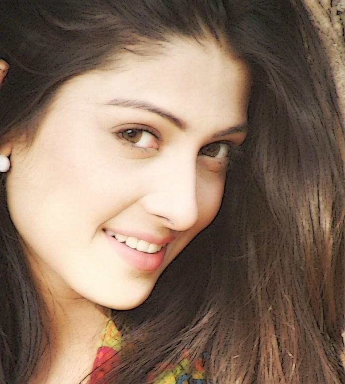 Ayeza Khan Pretty Pakistani Actress Beautiful Women Pics