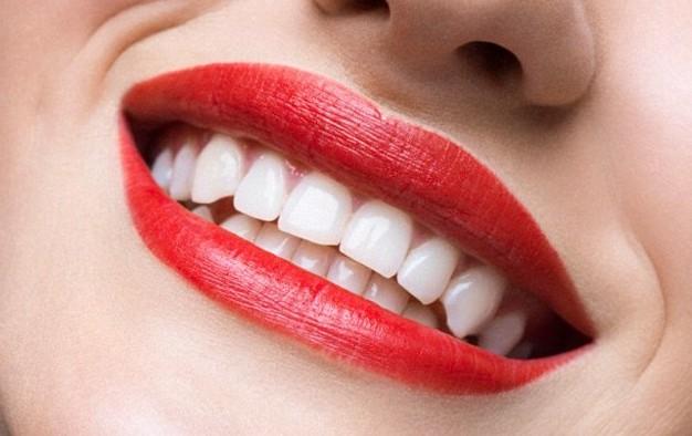 Sugarcane Juice Prevents bad Breath & Tooth Decay