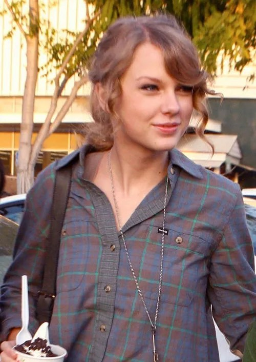 Taylor Swift Beautiful Image without Makeup