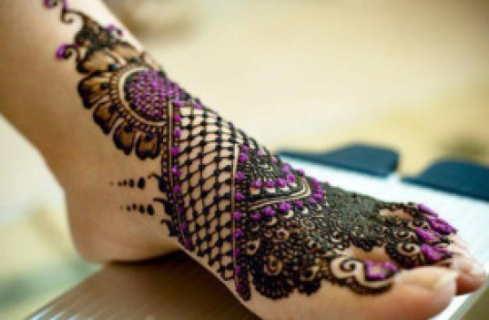 beautiful mehndi design for legs