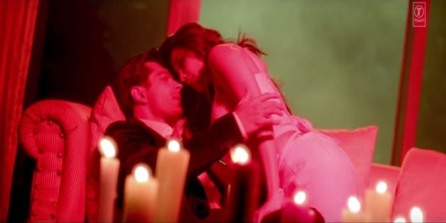 hate story 3 bed room scene