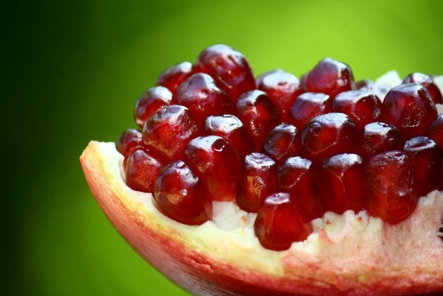 pomegranate Health benefits and uses of pomegranate