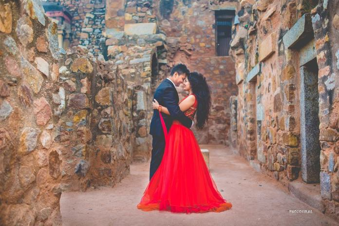indian pre wedding shoot poses