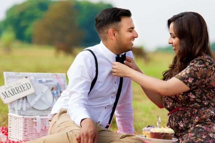 picnic theme pre wedding shoot