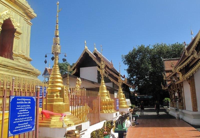 Wat Phra Singh on a clear day