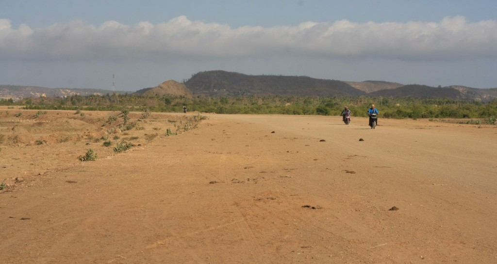 Dirt highway near Kuta Lombok