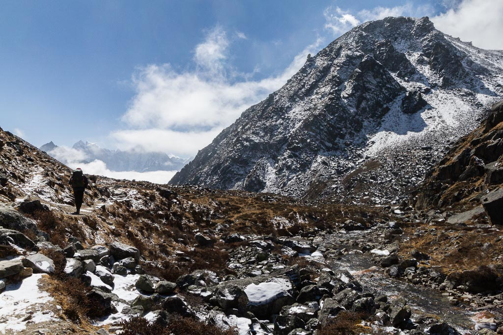 The trail down from Gokyo