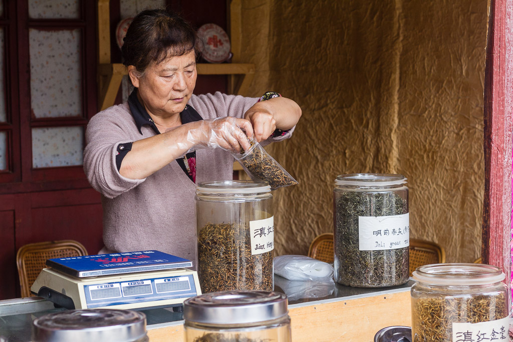 A woman selling tea