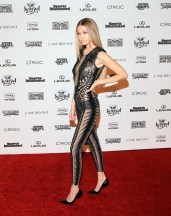 Gigi_Hadid_Sports_Illustrated_Celebrates_Swimsuit_sERlX1ZKdaUx