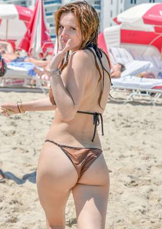 Bella-Thorne-and-Dani-Thorne--Hot-in-a-Bikini-on-the-beach-in-Miami-05