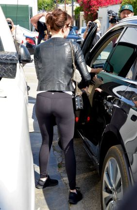 emma-stone-leaves-a-gym-in-los-angeles-03-30-2016_6