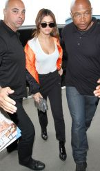 selena-gomez-at-lax-airport-in-los-angeles-04-07-2016_5
