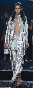 346654EB00000578-3599928-Fancy_footwork_Bella_extended_the_metallic_look_to_her_choice_of-a-152_1463704169326