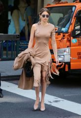 Gigi-Hadid--Out-in-NYC--03-662x960