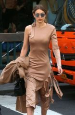 Gigi-Hadid--Out-in-NYC--27-662x1011