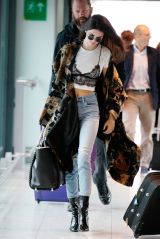 EXCLUSIVE Mandatory Credit: Photo by Beretta/Sims/REX/Shutterstock (5695524m) Kendall Jenner leaving her London hotel and arriving at Heathrow Airport. Kendall Jenner out and about, London, Britain - 27 May 2016