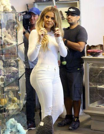 khloe-kardashian-shopping-in-west-hollywood-09-01-2015_16
