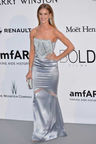 rosie-huntington-whiteley-at-amfar-s-23rd-cinema-against-aids-gala-in-antibes-05-19-2016_1
