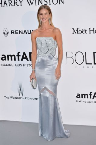 rosie-huntington-whiteley-at-amfar-s-23rd-cinema-against-aids-gala-in-antibes-05-19-2016_7