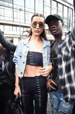 Bella-Hadid--Arriving-at-the-Versace-Fashion-Show--07