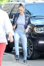 Bella-Hadid--Out-and-about-in-New-York-City--05