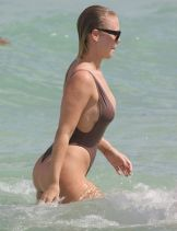 bianca-elouise-in-swimsuit-at-a-beach-in-miami-07-16-2016_5