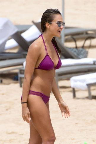 jessica-alba-in-bikini-at-a-beach-in-hawaii-07-16-2016_3