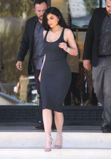 Kylie-Jenner-in-Tight-Dress--06