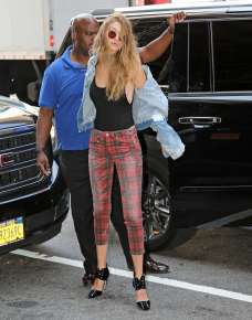 gigi-hadid-heading-to-a-fitting-in-new-york-city-12