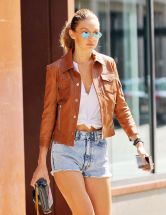 gigi-hadid-out-and-about-in-new-york-09-04-2016_12