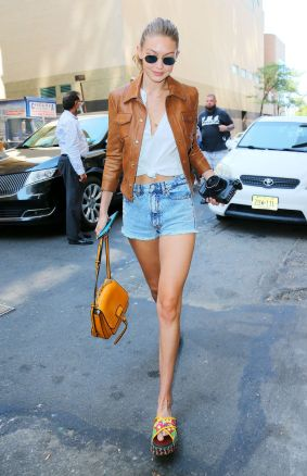 gigi-hadid-out-and-about-in-new-york-09-04-2016_2