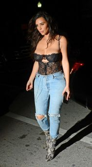 kim-kardashian-in-ripped-jeans-out-in-miami-09-15-2016_6