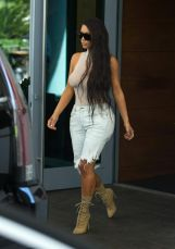 kim-kardashian-out-and-about-in-miami-09-17-2016_1