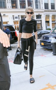 September 13, 2016: Gigi Hadid abs and nipples are seen as she is spotted out and about in New York City. Mandatory Credit: PapJuice/INFphoto.com infusny-286