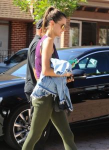 alessandra-ambrosio-out-and-about-in-los-angeles-10-18-2016_2